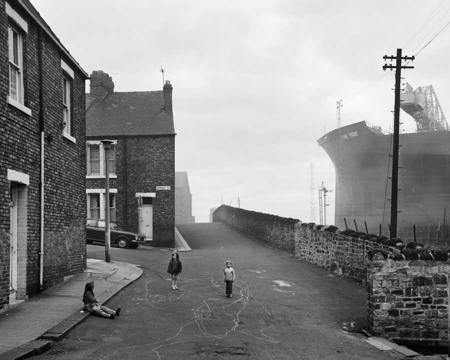 06. Street in Wallsend with children playing 1975